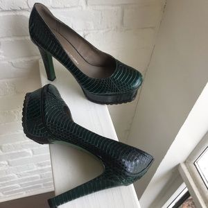 Donald J Pliner Snake Skin Pumps Green EUC 7.5